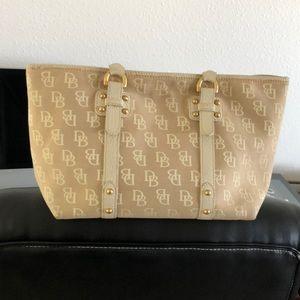 Authentic Dooney & Bourke 👜 👛 purse